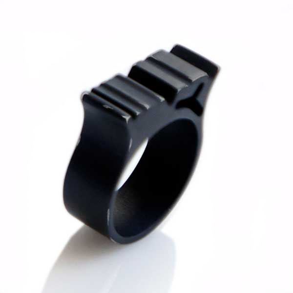 Ring r2 in Fashion black and worn fashion style